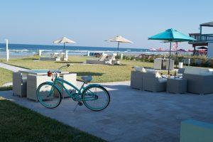 Salty Mermaid Oceanfront Hotel patio